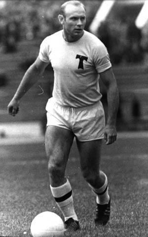 В 16 лет Эдуард Стрельцов стал игроком московского «Торпедо»
